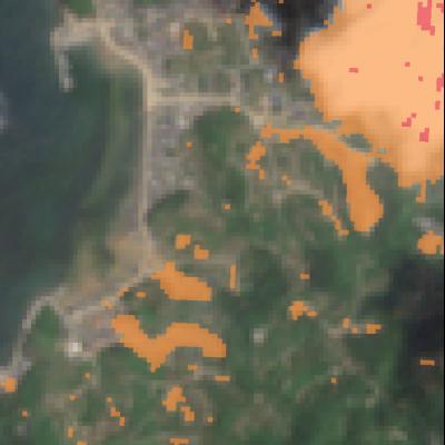 宇和島市吉田町Sentinel-2画像[撮影:6月13日/カラー:NDVI(赤→青)/付加情報:推定崩落範囲] 崩落等のNDVIに大きな変化があった箇所を橙色で表示
