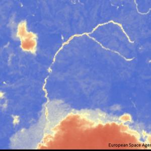 宇和町下川の滝山川上流Sentinel-2画像[撮影:7月13日/カラー:NDVI(赤→青)] 崩落と思われる筋が長距離で発生している