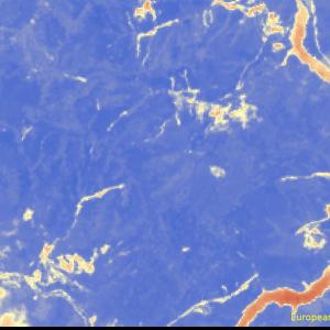 野村町野村ダム付近Sentinel-2画像[撮影:7月13日/カラー:NDVI(赤→青)] 山間部で植生が喪失した黄色範囲が発生している